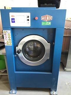 стирально-отжимная машина